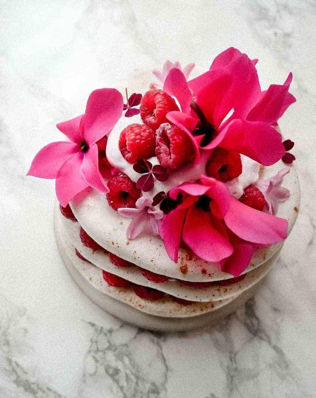 meringue cake eatable flowers