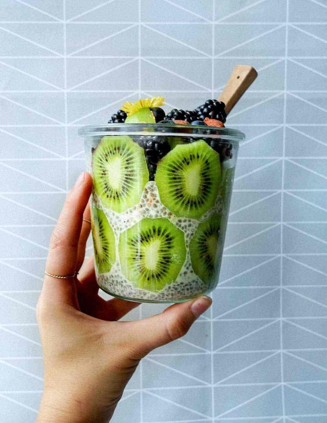 kiwi chia berries