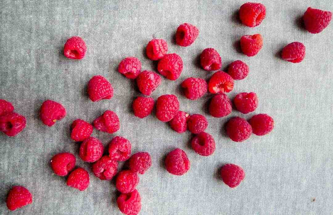 raspberries cake