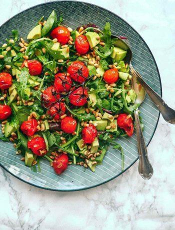 rucola salat med bagte tomater
