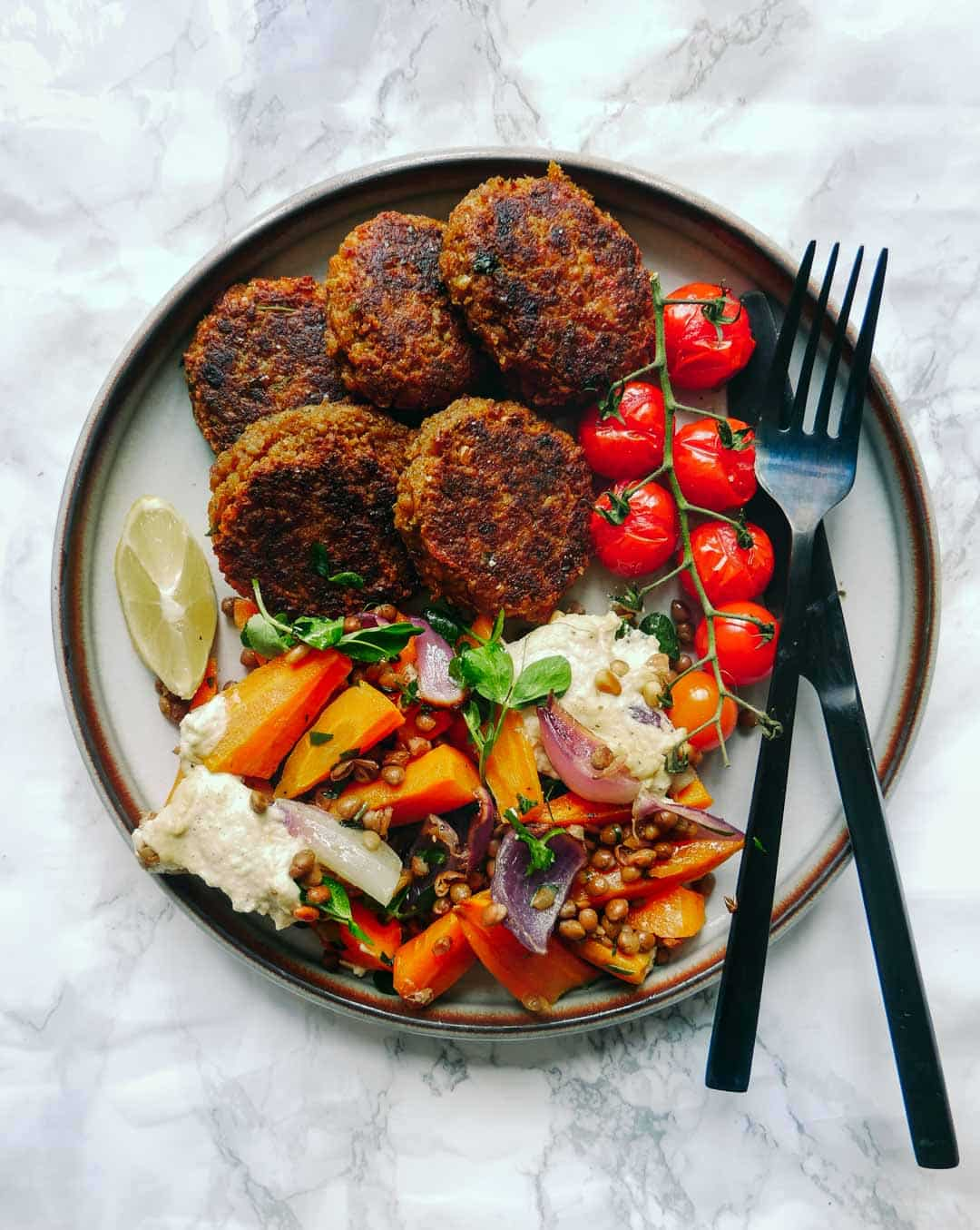 Vegan patties with harissa